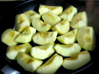 Chapon aux pommes et légumes avec sauce au champagne et armagnac - 9.3