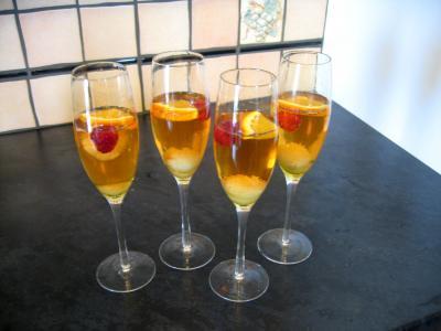 litchi : Verres de cocktail au champagne