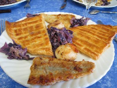 Recette Feuilletés de colin et Saint-Jacques au chou rouge