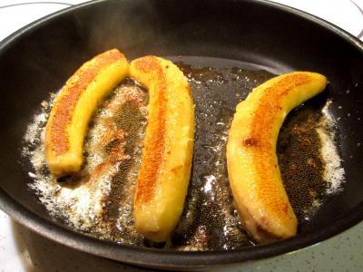 Bananes au vin rouge et chantilly - 1.3