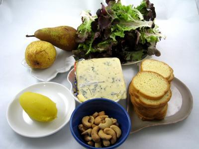 Ingrédients pour la recette : Canapés au bleu de Bavière et aux poires