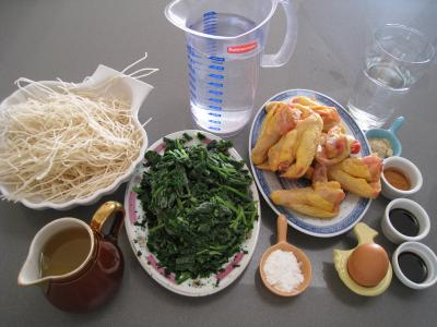 Ingrédients pour la recette : Ailes de poulet aux nouilles croustillantes