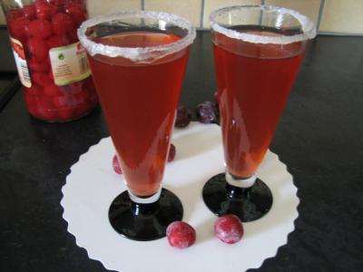 sirop de grenadine : Verres de cocktail au Bourbon et aux cerises