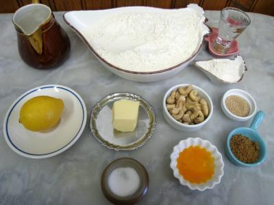 Ingrédients pour la recette : Pain au citron aux noix de cajou et raisins secs