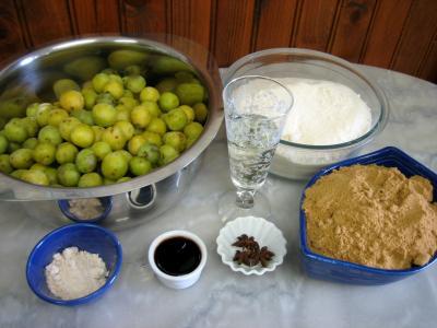 Ingrédients pour la recette : Confiture de mirabelles au Martini