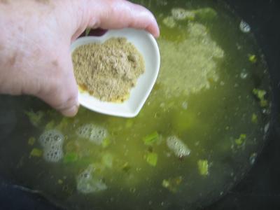 Crème d'asperges aux gésiers confits et magret à la landaise - 7.1