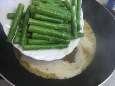 Crème d'asperges aux gésiers confits et magret à la landaise - 8.1