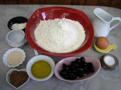 Ingrédients pour la recette : Fougasse aux olives