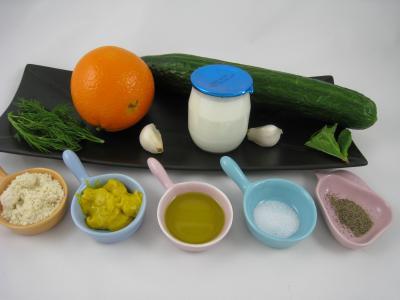 Ingrédients pour la recette : Tzatziki ou Concombre au yaourt à la grecque (Tzaziki)
