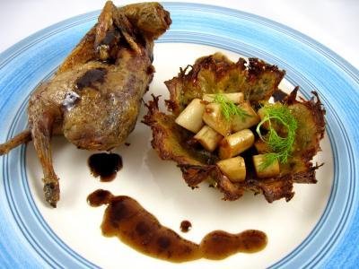 Image : Assiette de caille rôtie et son nid de pâques