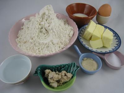 Ingrédients pour la recette : Pain au beurre en couronne façon antillaise