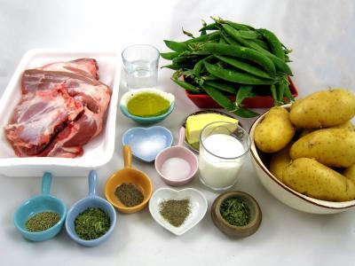 Ingrédients pour la recette : Epaule d'agneau et son nid de petits pois