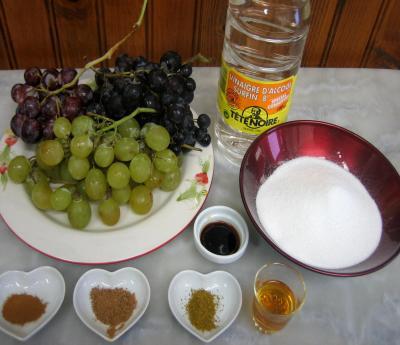 Ingrédients pour la recette : Raisins au vinaigre parfumé