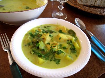 soupe de volailles : Assiette de soupe de filets de poulet aux fèves