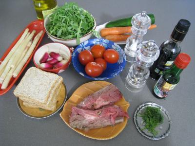 Ingrédients pour la recette : Salade d'asperges et crudités