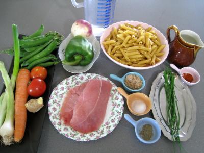 Ingrédients pour la recette : Pâtes complètes aux carottes et légumes pour diabétiques