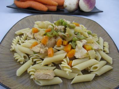 Image : Pâtes complètes aux carottes et légumes
