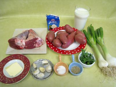 Ingrédients pour la recette : Souris d'agneau aux pommes de terre et aux oignons