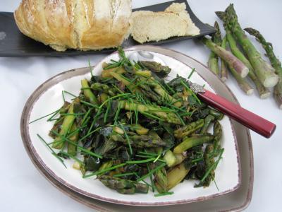 chou blanc : Assiette de sauté d'asperges, de chou et d'ognasses