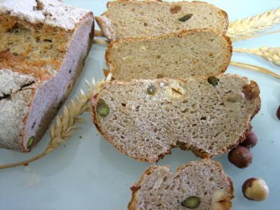farine de seigle : Pain de méteil aux pistaches et aux noisettes