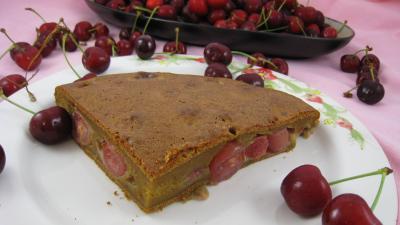 fécule de maïs : Assiette de clafoutis aux cerises