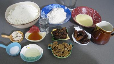 Ingrédients pour la recette : Pain de Gallu aux noix, raisins secs et dattes