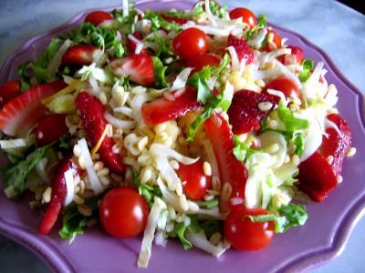 huile de tournesol : Assiette de salade de blé aux fruits