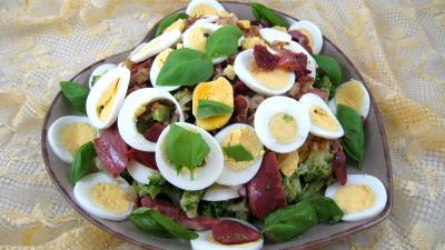 gésier confit : Assiette de brocolis aux oeufs en salade