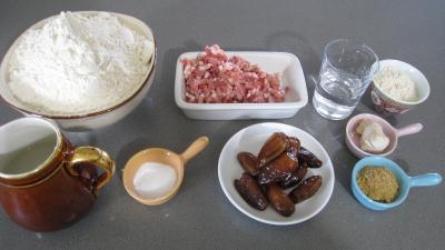 Ingrédients pour la recette : Pain aux dattes et aux lardons