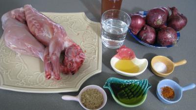Ingrédients pour la recette : Lapin aux oignons à la portugaise (Coelho de cebolada)
