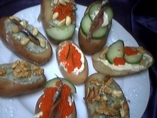jus de citron vert : Assiette de canapés aux pommes de terre