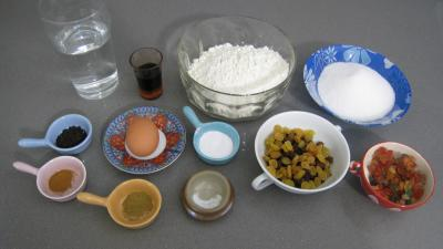 """Ingrédients pour la recette : Cake au thé noir """"Le Barmbrack"""" d'halloween"""