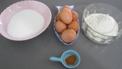 Ingrédients pour la recette : Biscuits de Savoie (biscottini alla Savoiarda)