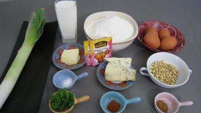 Ingrédients pour la recette : Cake aux pignons et aux poireaux
