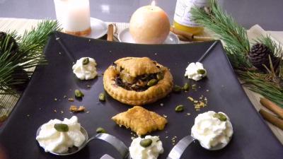 Image : Assiette de feuilletés aux oignons et au miel