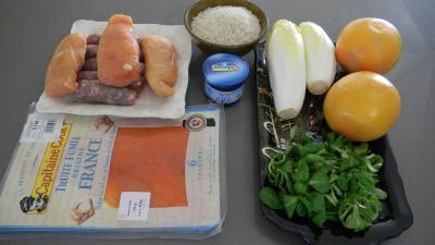 Ingrédients pour la recette : Salade de truite fumée et sa brochette de viandes