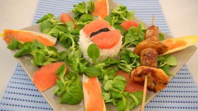 Image : Salade de truite fumée et sa brochette de viandes