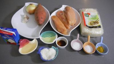 Ingrédients pour la recette : Poulet à la noix de coco et aux vermicelles
