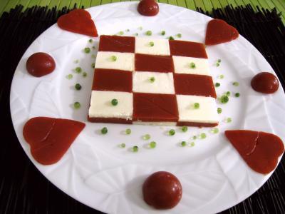 sauce tomate : Assiette d'amuse-bouche moléculaire à la tomate et mozzarella
