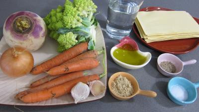 Ingrédients pour la recette : Lasagnes aux carottes et au chou romanesco