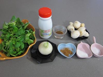 Ingrédients pour la recette : Mâche en sauce