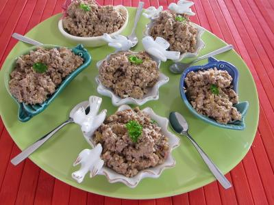 Image : Assiette de hachis de foie de poulet à la juive
