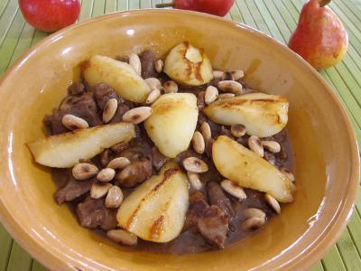 Cuisine marocaine : Assiette d'épaule d'agneau aux poires et à la cannelle