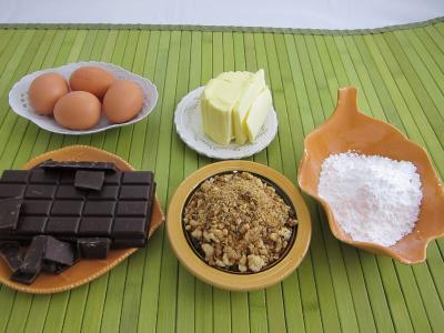 Ingrédients pour la recette : Fondant au chocolat et son pralin