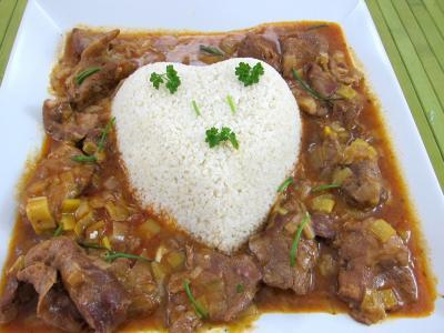 Image : Plat du millet en forme de coeur, entouré de l'agneau au marsala