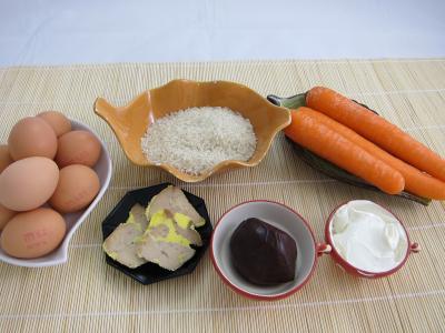 Ingrédients pour la recette : Oeufs au foie gras et sa couronne riz et carottes