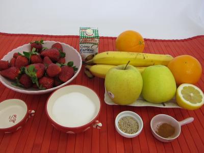 Ingrédients pour la recette : Blinis aux fraises et aux fruits