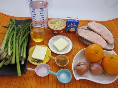 Ingrédients pour la recette : Asperges et magrets aux amandes et aux oranges