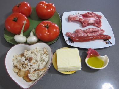 Ingrédients pour la recette : Tomates farcies chipolatas et merguez