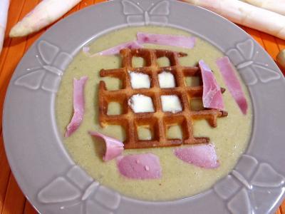 Mâche en velouté et sa gaufrette à la mozzarella - 10.1
